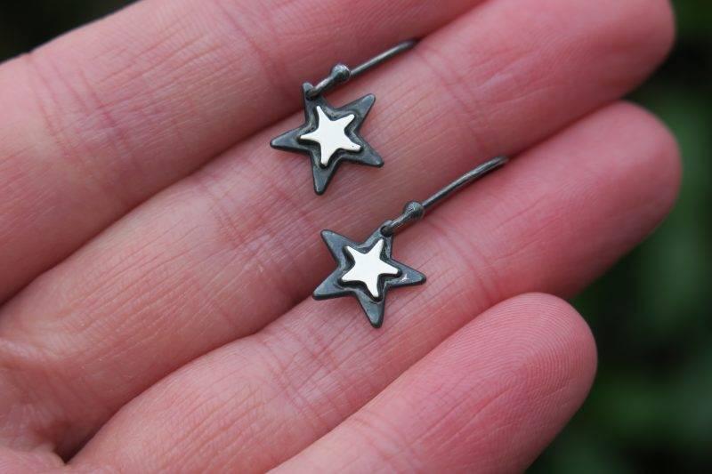 Lightweight star earrings