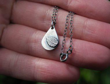Dainty teardrop necklace